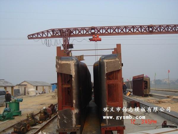 模板有丰富的设计制作经验,对100吨,6米跨径龙门吊,40米箱梁架桥机,起